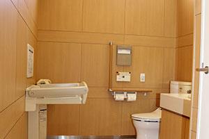 バリアフリーの広々したトイレ
